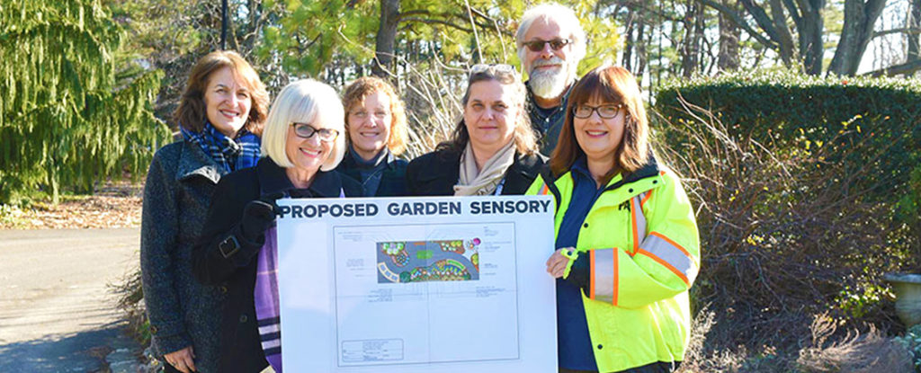 (L-R) Commissioner of Parks and Recreation Jill Weber, Town Supervisor Judi Bosworth, FSC students Michelle Callahan and Dona Damaltis, Professor Michael Veracka, and Town Horticulturist Bonnie Klein